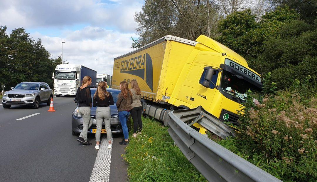 E34 volledig afgesloten na ongeval met vrachtwagen in Ranst